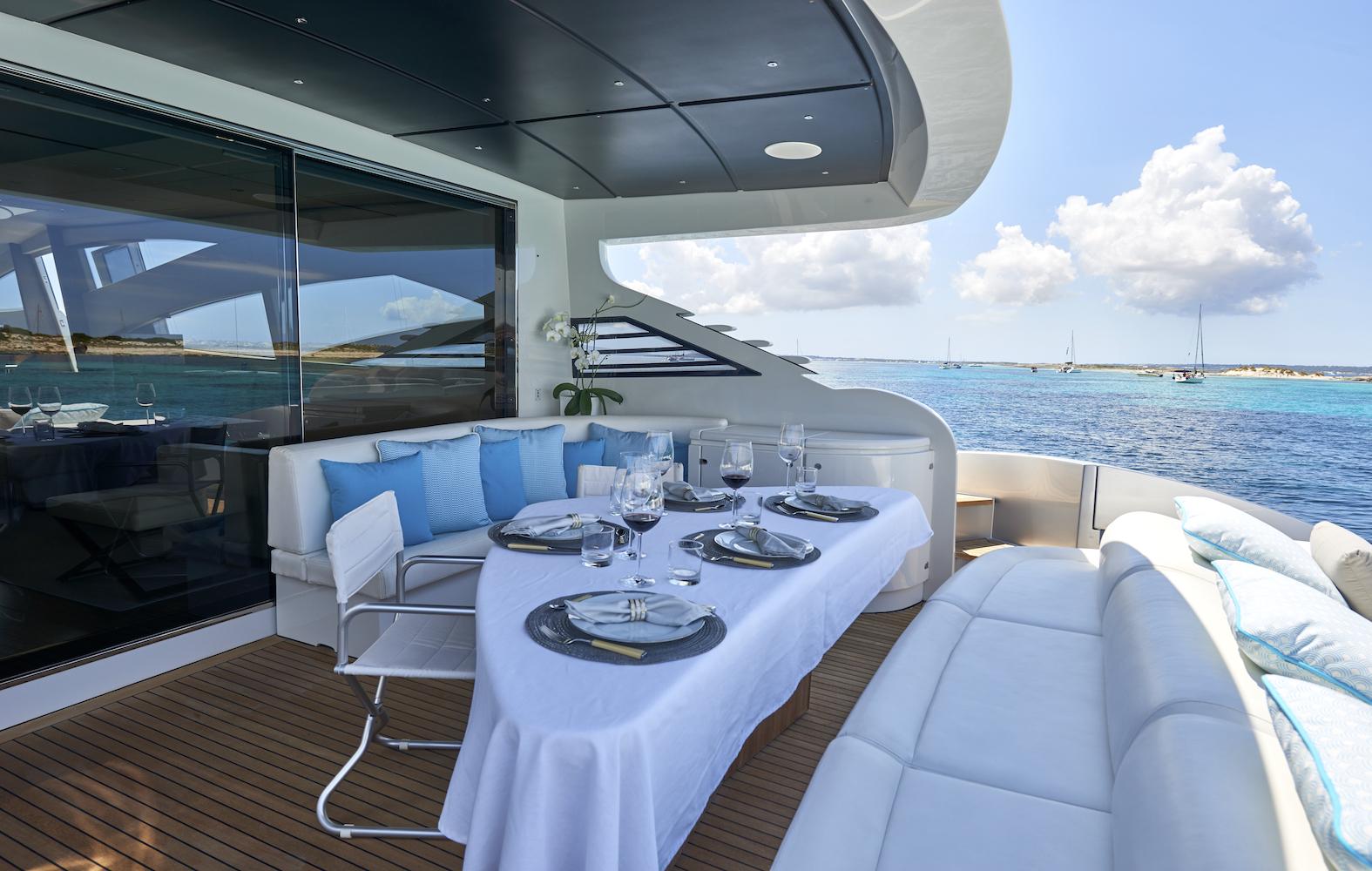 Pershing90-Formentera-Nautic-Blue