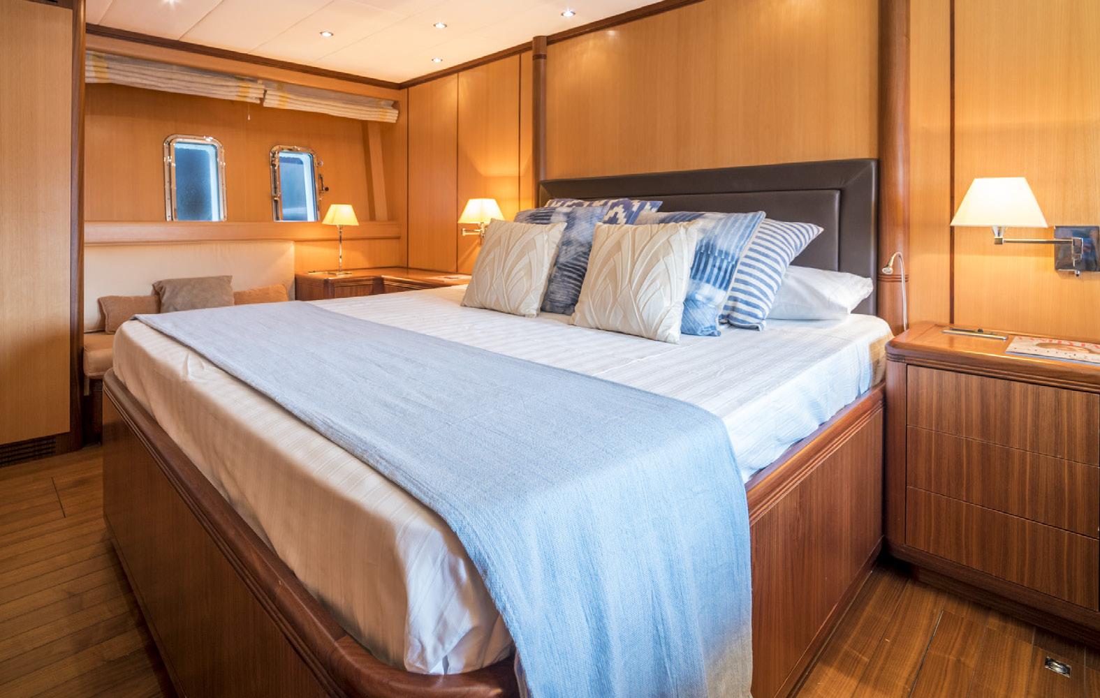 Mangusta-72-Cabin-Nautic-Blue-Events